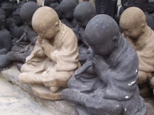 praying-monk-statues